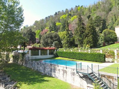 Photo for Villa Diaspro B: A bright and sunny one-story apartment located right on the Lake Maggiore, with Free WI-FI.