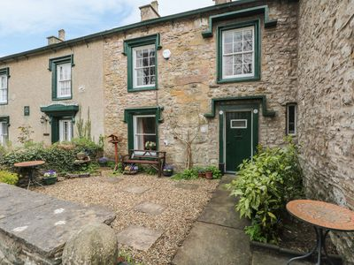 Photo for CURLEW COTTAGE, pet friendly, with a garden in Ingleton, Ref 964975