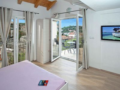 Photo for Spacious central Dubrovnik apartment with sea view + private balcony,free Wi-Fi