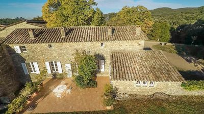 Photo for Beautiful Provencal farmhouse with pool, 10 people