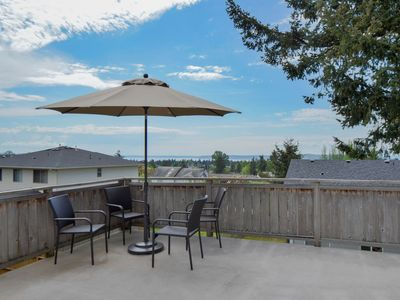 Photo for *SANITIZED* Cozy Seattle Home Lovely Deck w/ View!