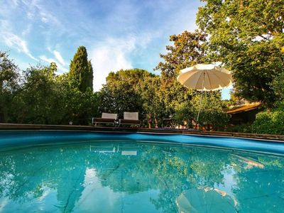 Photo for Apartment in the Tuscan countryside with pool, barbeque and lake