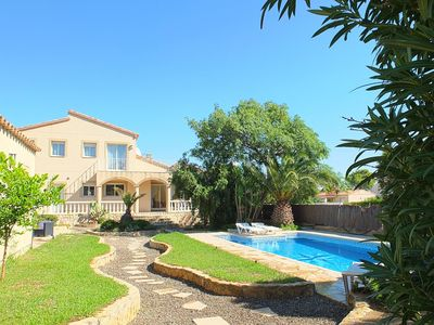 Photo for Fabulous luxury villa with large swimming pool, air-conditioning & FREE WIFI