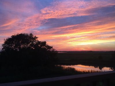 Book Early for Amazing  Sunsets, Wide Water Views, Beach, Pool, and CHS!