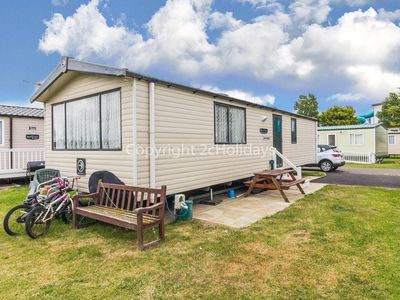 Photo for 7 berth dog friendly caravan for hire Great Yarmouth, Haven Seashore ref 22118G