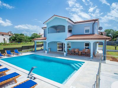 Photo for Fully air-conditioned holiday home with swimming pool with hydro massage