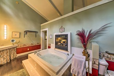 This studio cottage sleeps 2 and boasts a full bath with a heated whirlpool tub.