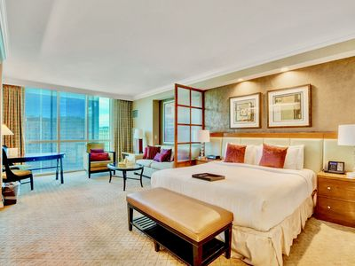 MGM Signature Suite STRIP VIEW ★ No Resort Fee ! SUMMER SALE