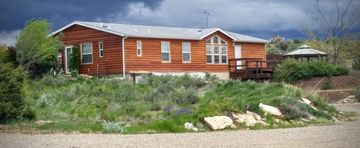 Mountain Views Ranch Log Style Vacation Home Sleeps 8+ Fire Pit, Hot Tub, Gril