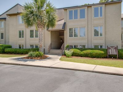 Photo for Beachy & bright condo w/ shared pool & tennis - just a short walk from the beach