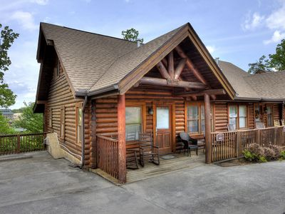 Cabin next to Dollywood, Golf course, Pool, Hot tub, Family Fun