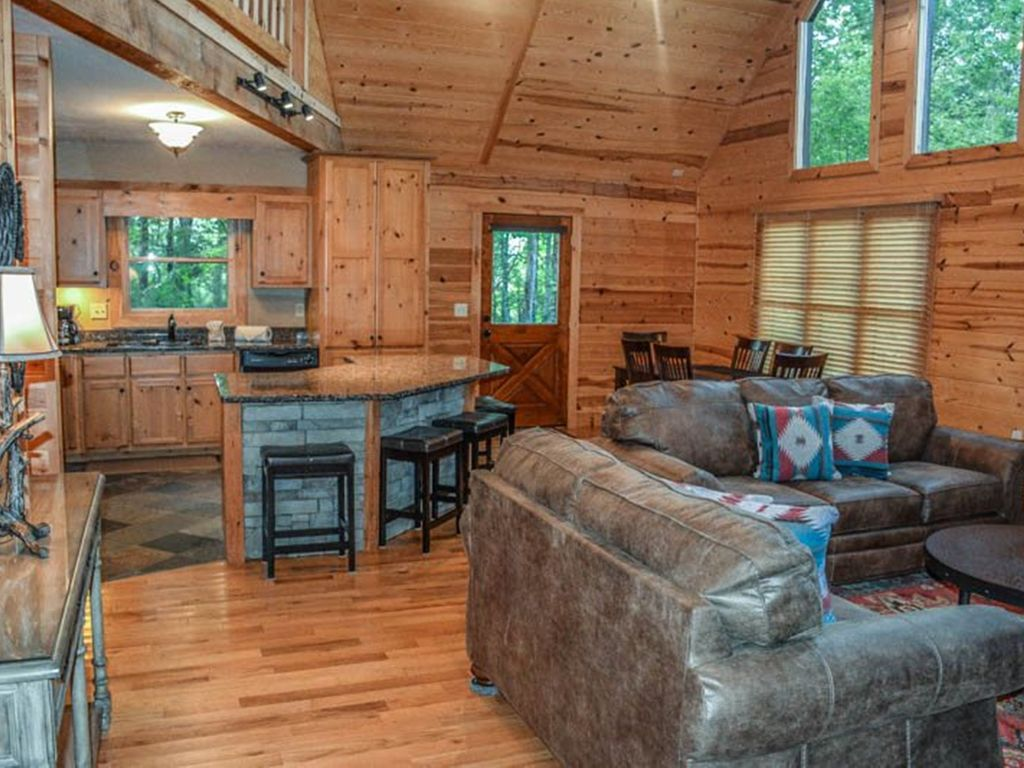 Serenity Ridge 2 Bedroom Luxury Cabin With A Mountain View
