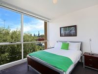 Stayed here for a week while searching for permanent accommodation. Great location in South Yarra.
