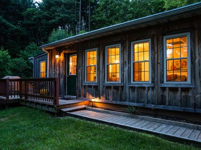 Whispering Pines CabinHot Tub, Gas Fireplace, Free Wi-Fi, Fire Pit, Master Suite