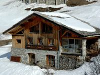 An amazing chalet with fantastic views over the lake and mountains.