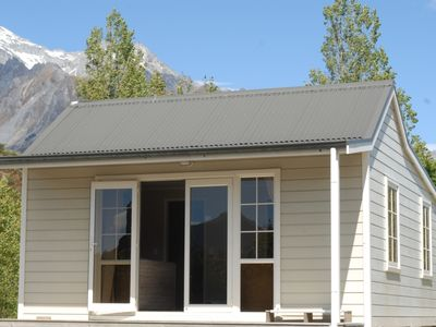Photo for Charming Glenorchy Cottage