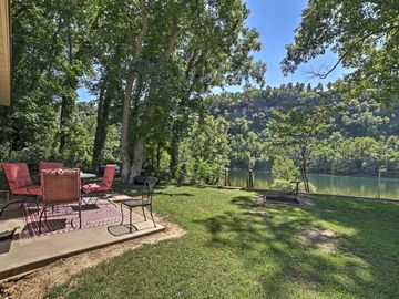 Ordinaire 2BR Flippin Cabin Nestled On The White River!