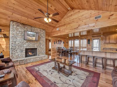 Photo for Parkside Lodge, 6 Bedrooms, Sleeps 26, Theater Room, Hot Tub, Pool Table