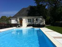 Spacious house with brilliant pool and garden