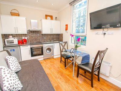 Photo for Modern 2 bedroom flat