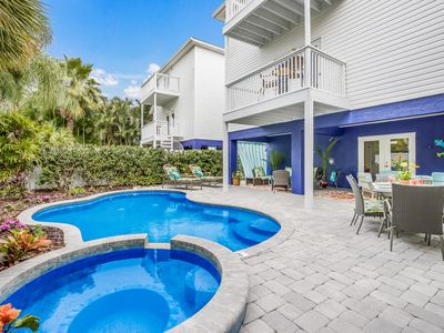Sand Dollar: Awesome Central Location, Private Heated Pool, Hot Tub and Elevator