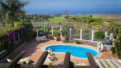Photo for Villa with pool and beautiful sun terrace with views of the sea