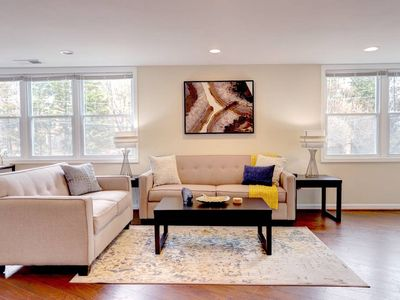 Photo for This apartment is a 2 bedroom(s), 2 bathrooms, located in Arlington, VA.