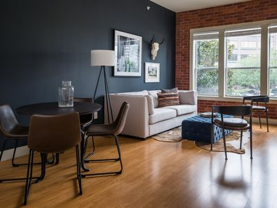 Photo for Sonder | The Galleria | Bright 1BR + Gym