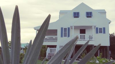 New, Beautifully Decorated 3-Bedroom House, A 5-Minute Walk From The Beach.