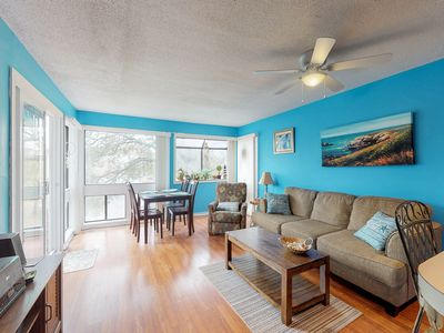 Photo for Snowbird-friendly condo w/ 2 shared pools, hot tub, tennis - walk to beach!