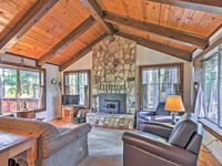 Middle of forest feel + great amenities in home