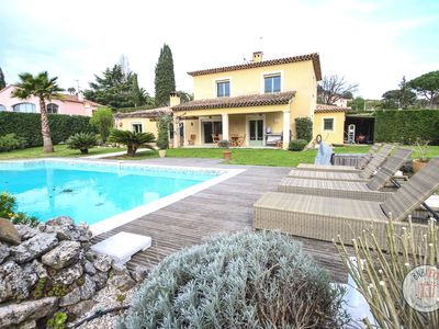 Photo for Peaceful provençal villa in the green area of Mougins
