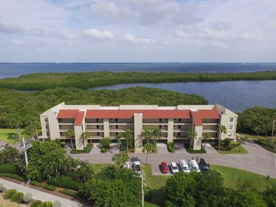Photo for Longboat Key 16 in Longboat Key. Rarely available penthouse, end unit in Windward Bay!