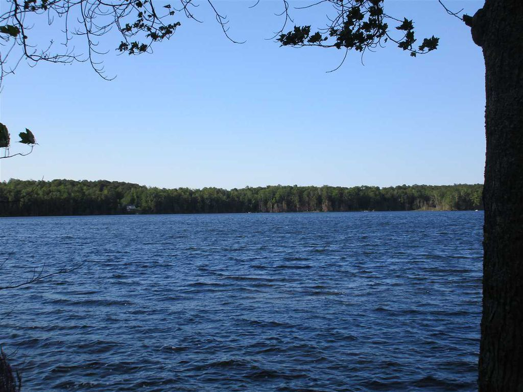 STONE COTTAGE:Lakefront Cottage-Sleeps 8, Private Dock, Pets Welcomed!