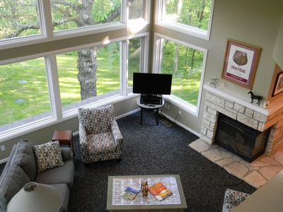 Elegant 3BR/3.5BA, Treehouse View! Wifi, satellite, fire pit