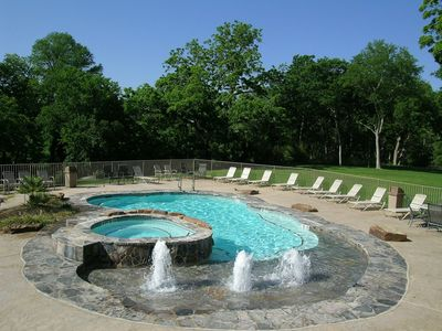 Photo for 2 br/2 ba, resort access to 2 pools, 4 hot tubs, BBQ grills and more!