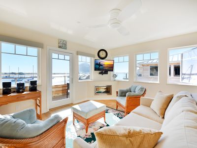 Photo for La Roche 3 Bayfront Condo, Amazing Views on Embarcadero!