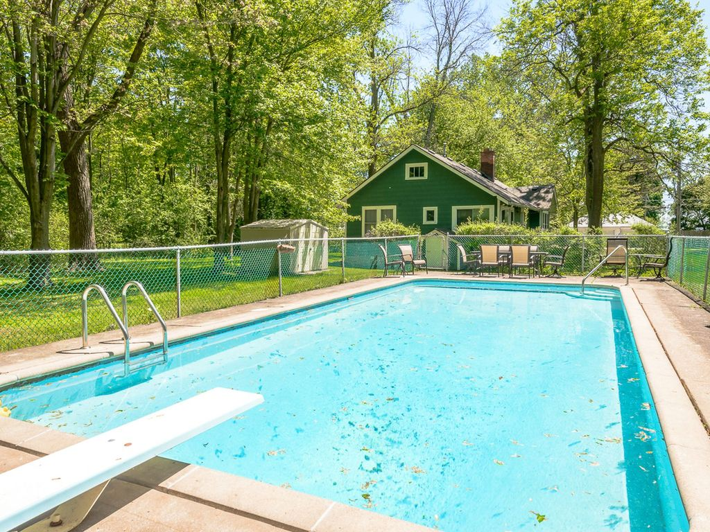 Summerside Lodge With Inground Pool And One Minute Walk To Beach