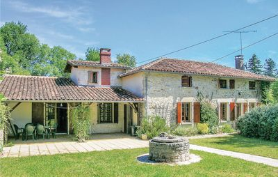 Photo for 4 bedroom accommodation in Ambernac