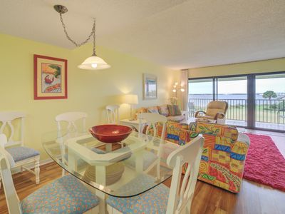 Photo for Cheerful Sound Front Townhome; Close to Great Dining
