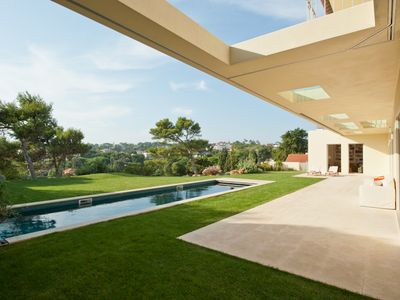 Photo for Estoril Modern Villa, heated pool,  800m to the beach, excluvise area