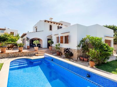Photo for Family-friendly townhouse with private pool – Casa Dos Estels