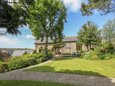 Photo for EASTON COURT, pet friendly, with a garden in Kingsbridge, Ref 1010591
