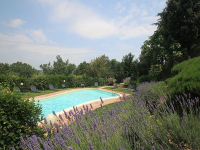 Photo for Nice apartment with pool, internet, hot tub, TV, pets allowed and parking, close to Perugia