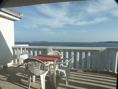 Photo for Two bedroom apartment near beach Milna, Vis (A-3036-a)