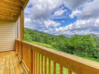 Photo for Bright, airy condo with quick access to slopes & great mountain views