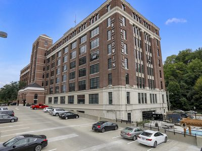 Photo for Iconic 1BR Apt 2 miles from Bengals and Reds