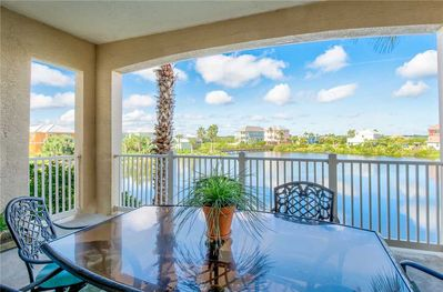A bright and welcoming home away from home - 924 Cinnamon Beach is a bright and comfortable condo designed to make the most of the views afforded by its convenient location.