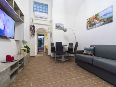 Photo for La grotta bianca Naples - House with internal terrace in the center of Naples