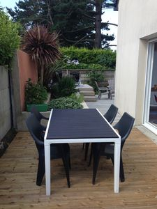 Photo for Detached house, terrace and garden 2 steps from the beaches and GR34.